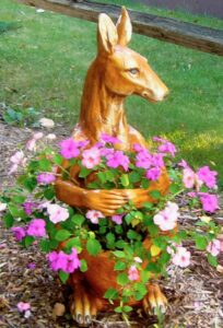 kangaroo planter with impatiens
